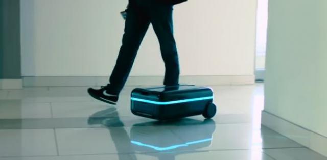 自動で動くスーツケース「Travelmate」でスマートに。