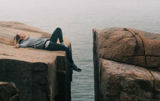 仕事中の強い眠気は睡眠負債が原因かも!?日中の眠気を解消する方法2選